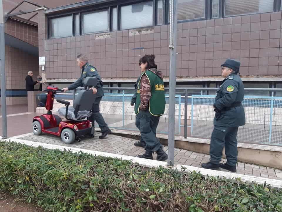 Ladispoli, i volontari  Nogra donano un motorino per disabili al comune