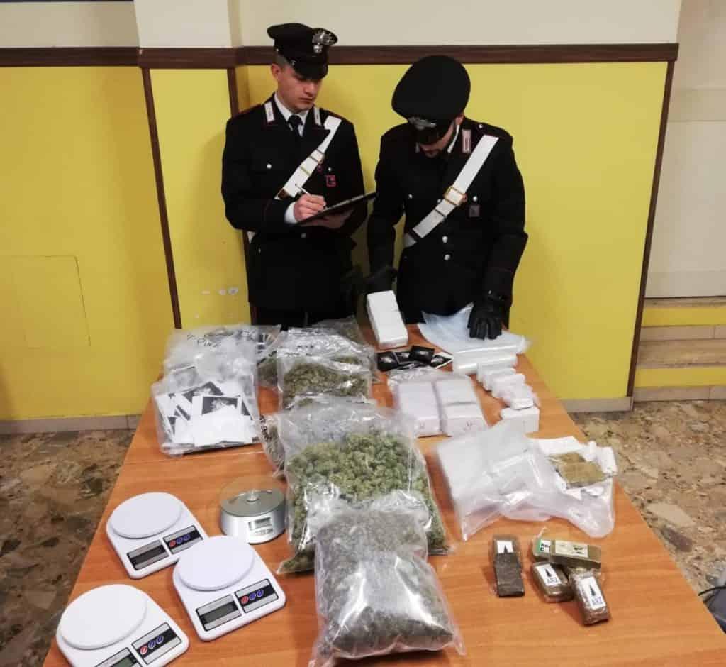"""Scoperto un box e un'auto """"stupefacenti"""" con più di 11 kg di droga"""