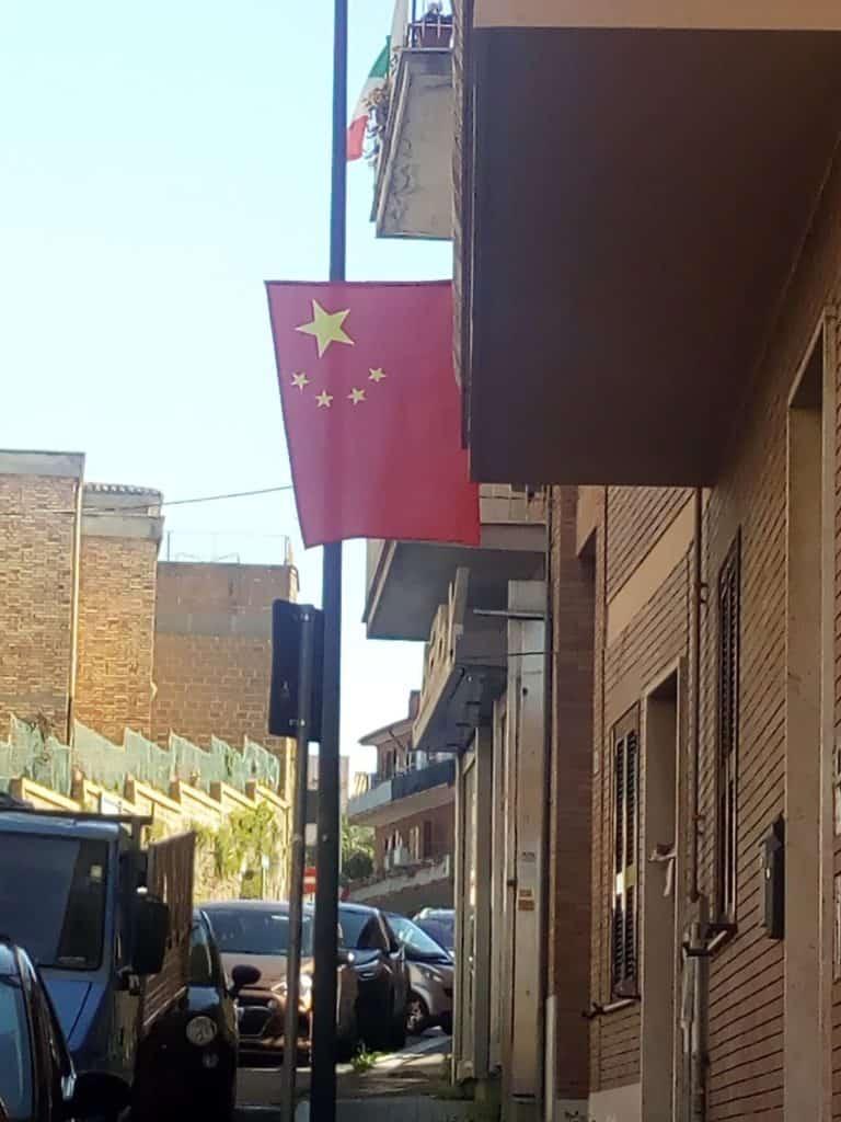 Cerveteri, la bandiera della Repubblica Popolare Cinese