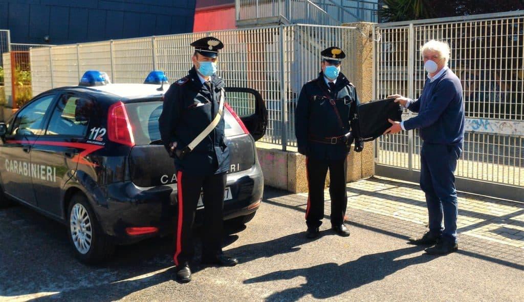 Ladispoli, i Carabinieri consegnano i portatili agli alunni della Melone
