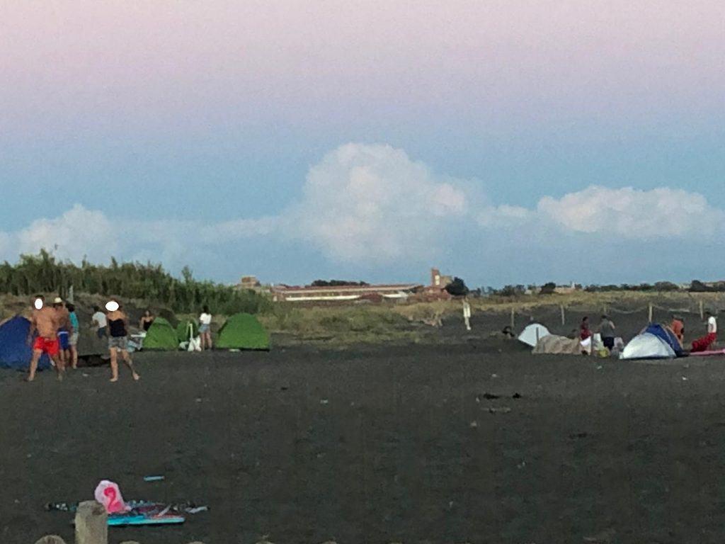 Ladispoli, stavano campeggiando in spiaggia: allontanati dalla Guardia Costiera