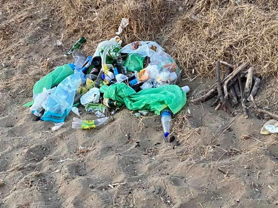Le spiagge di Santa Severa trasformate in discarica