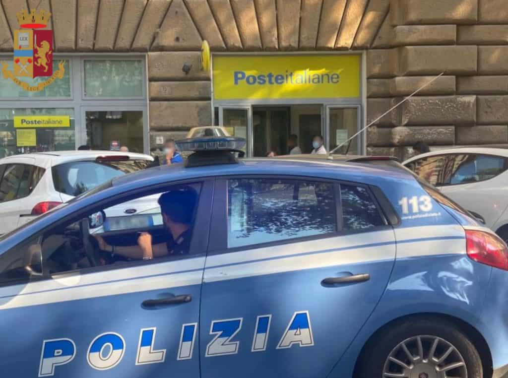 Entra nell'ufficio postale e alla richiesta del documento mostra i genitali. Arrestato dalla Polizia 20enne egiziano