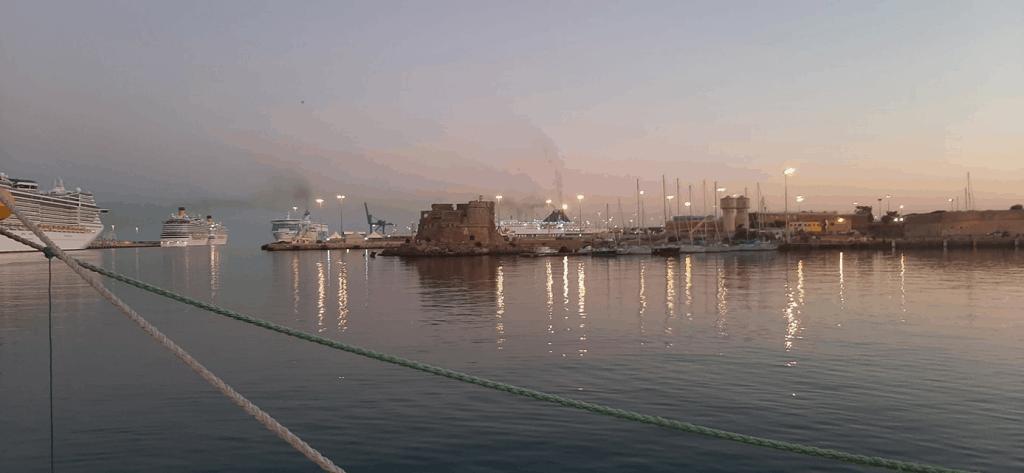 Civitavecchia: fumi in porto, nuova riunione. A giorni la prima rilevazione delle centraline mobili alla darsena traghetti