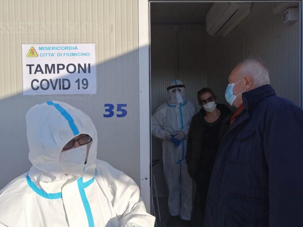 Coronavirus, a Fiumicino attivo il presidio in piazzale Molinari per i tamponi rapidi