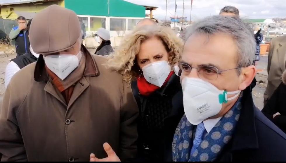 Fiumicino, sopralluogo del ministro Costa al vecchio faro per la conta dei danni