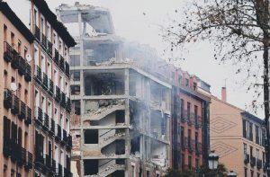 Forte esplosione a Madrid fa crollare edificio: 2 morti e 8 feriti