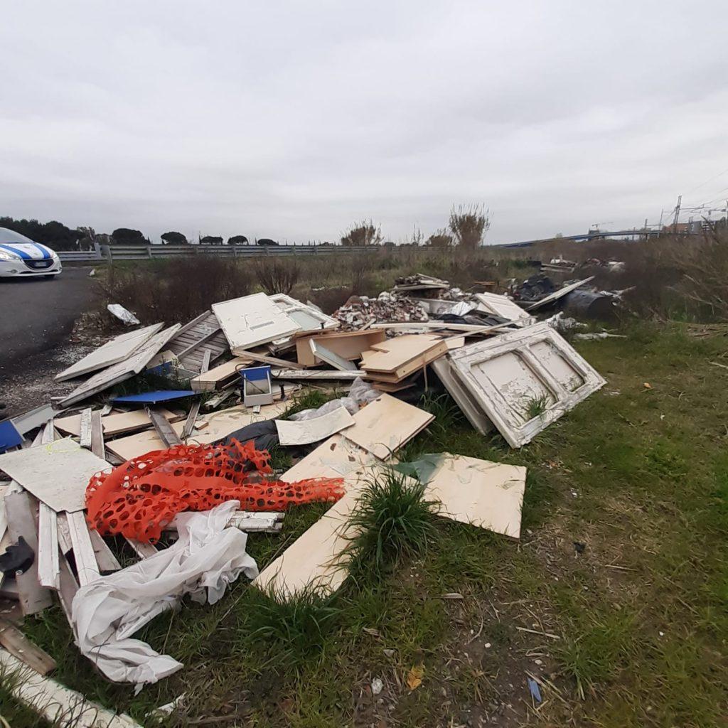 Fiumicino, rimosse le discariche in via delle acque basse a Focene