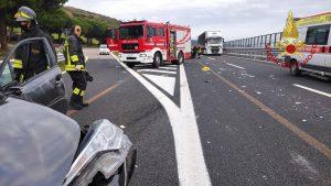 Incidente in autostrada A12 tra furgone e autovettura: ferita una donna