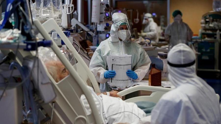 Coronavirus, troppe terapie intensive occupate per 12 regioni