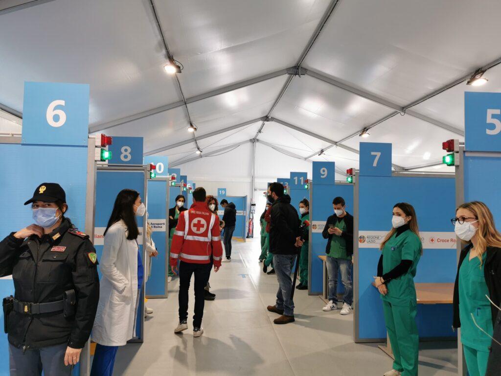 Coronavirus, nel Lazio primo giorno di vaccinazione per il personale scolastico