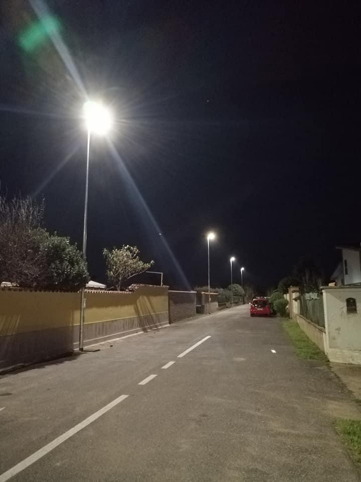 Fiumicino: illuminate 10 strade di Isola Sacra con 58 nuovi pali della luce