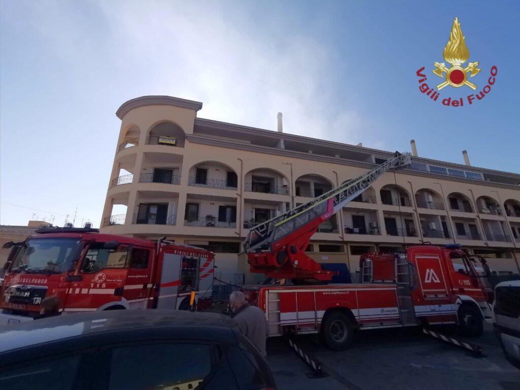 Civitavecchia: incendio al mercato, intervento dei vigili del fuoco