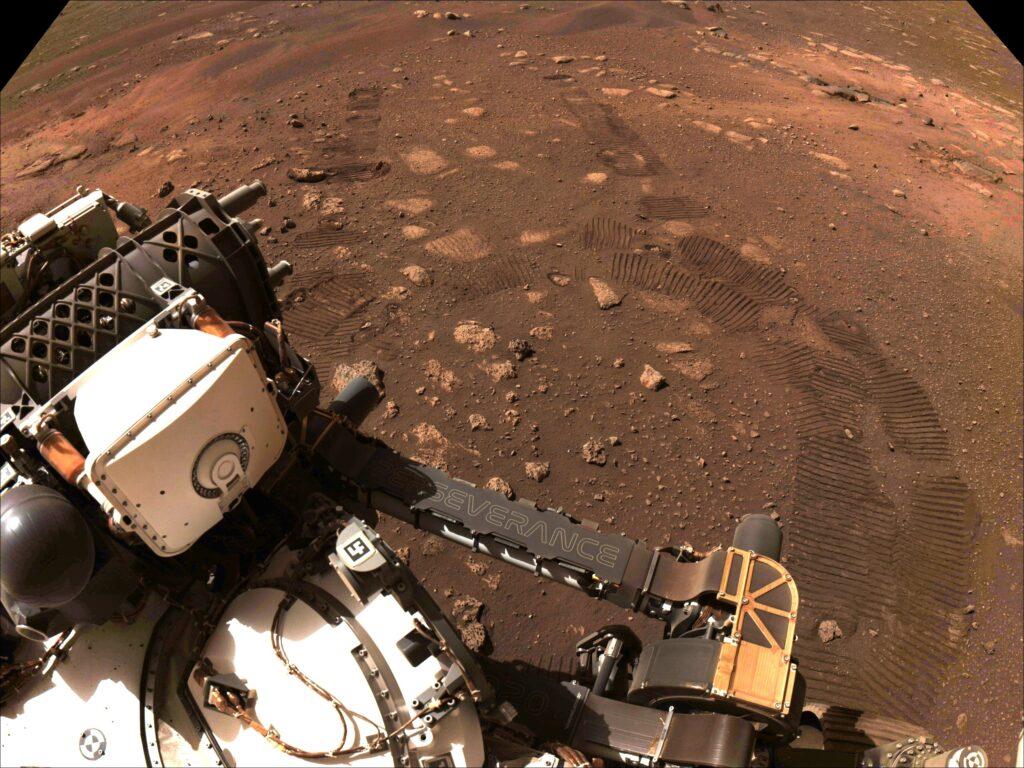 """Marte, il rover Perseverance fa i suoi primi """"passi"""""""