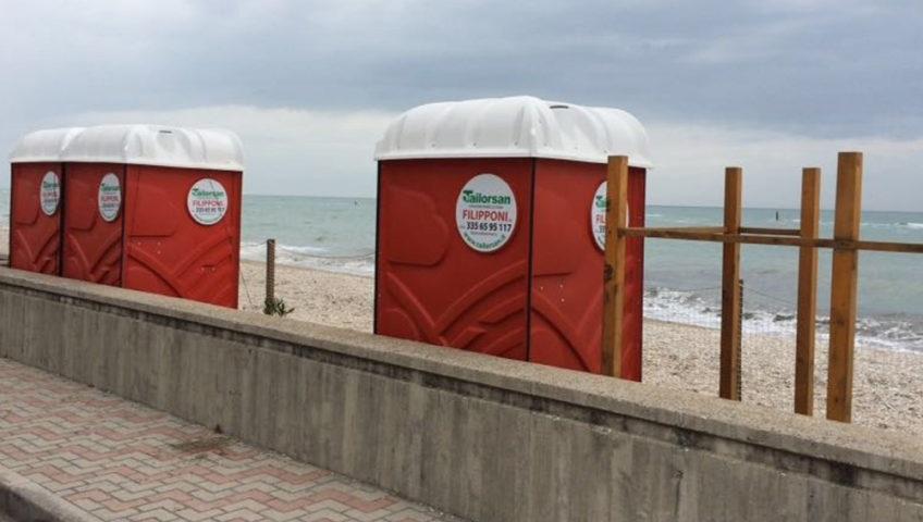 Ladispoli: sulle spiagge libere arrivano i bagni chimici