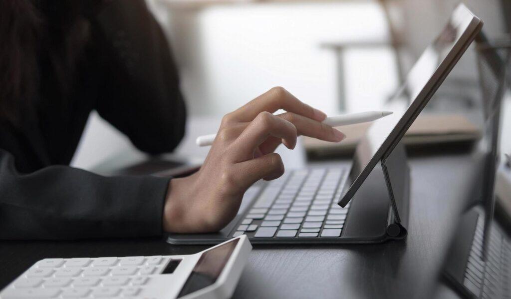 Civitavecchia: lo Stendhal distribuisce oltre 100 tablet e pc per la dad