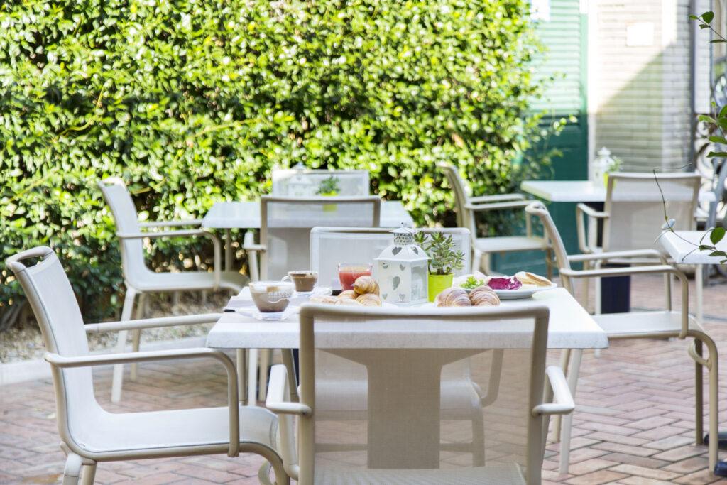 aperitivo con caravaggio ladispoli hotel villa margherita