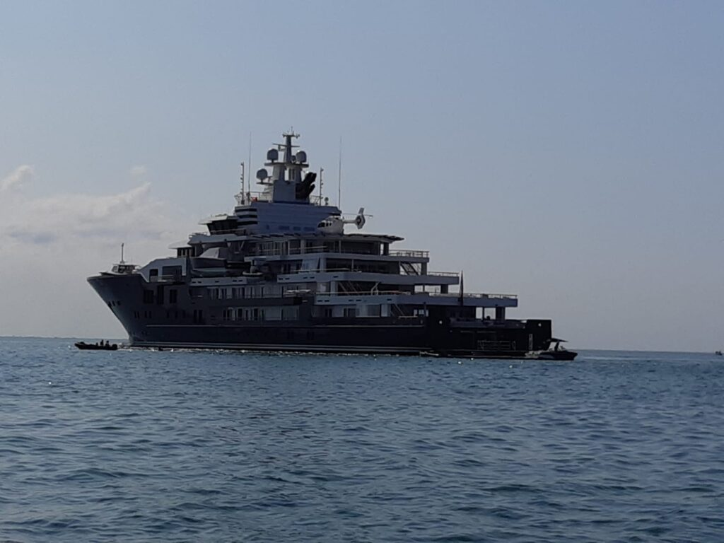 ladispoli mega yacht