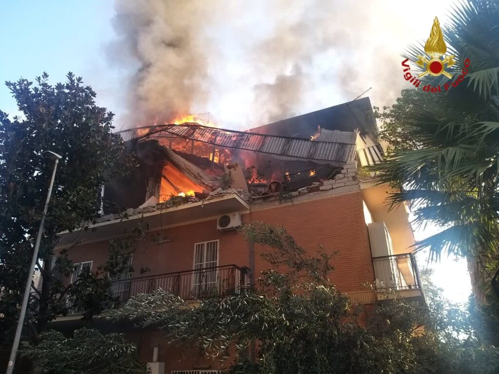 Roma: crolla una palazzina a Torre Angela